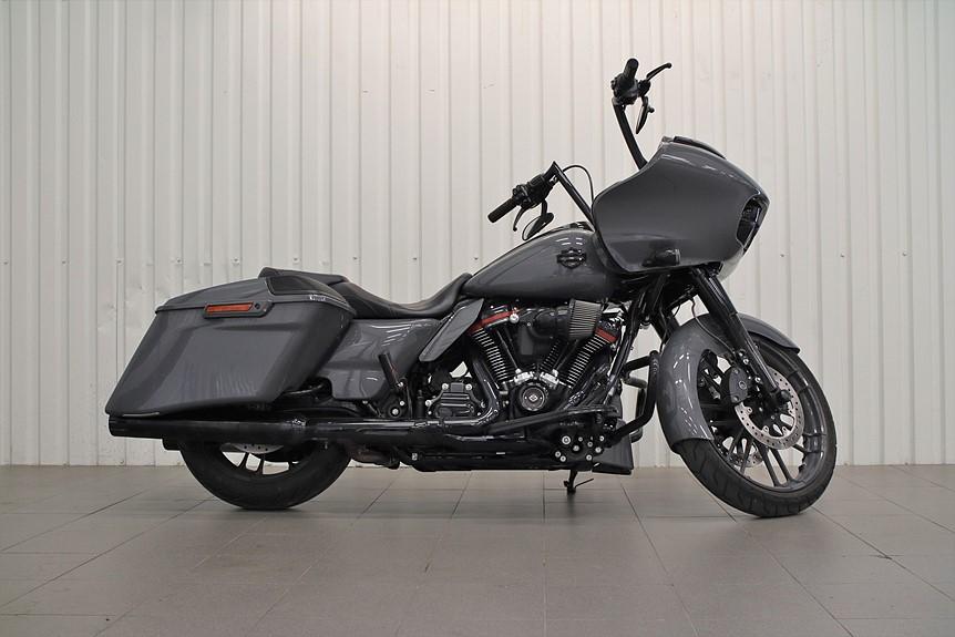 Harley-Davidson FLTRXSE CVO Road Glide Gunship Grey