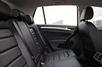 Volkswagen Golf TSI 110hk Drag Läder Backkamera Nyservad 0kr kontant möjligt
