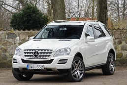 Mercedes-Benz ML 350 CDI / Comand / Taklucka