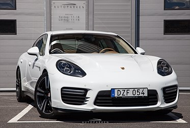 Porsche Panamera GTS Sv-såld Värmare 18Mån garanti
