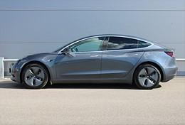 Tesla Model 3 Standard Range Plus  Momsbil Midnight Silver